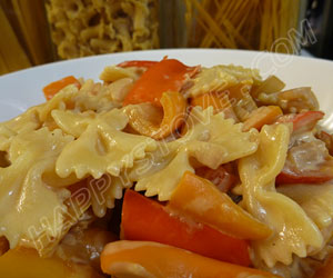Farfalle Pasta with Cream Cheese and Bell Peppers Sauce