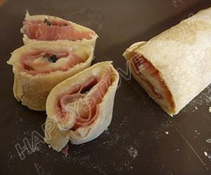 Ham, Cheese and Olives Pizza Roll