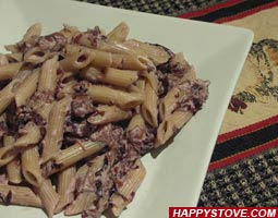 Penne Pasta with Radicchio and Cream Cheese Sauce - By happystove.com