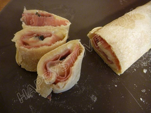 Ham, Cheese and Olives Pizza Roll - By happystove.com