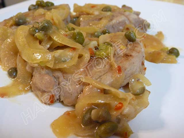 Pork Loin Medallions with Caramelized Onions and Capers - By happystove.com